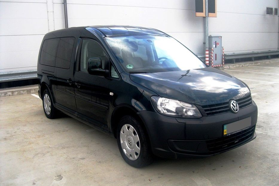 Продам Volkswagen Caddy пасс. MAXI 2011 года в Киеве